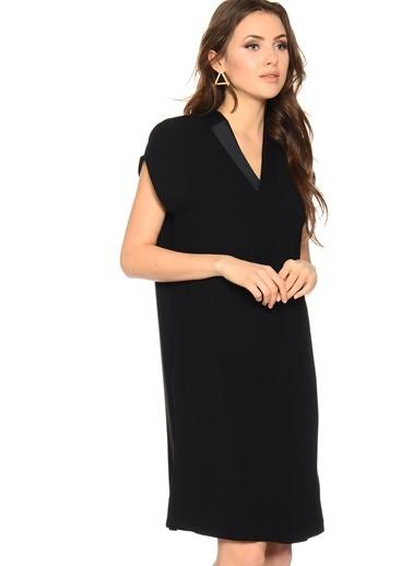 House Of Camellia Yarım Kollu V Yaka Kısa Elbise Siyah
